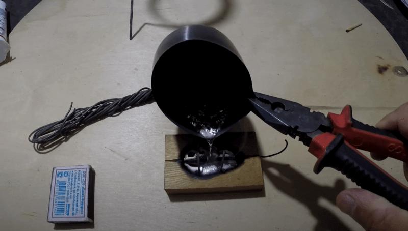 Процесс заливки формы