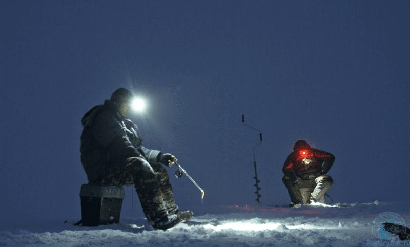 Ловля со льда ночью